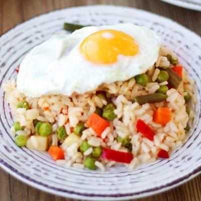 Τηγανητό Καστανό Ρύζι 10′ με λαχανικά και αυγά τηγανητά