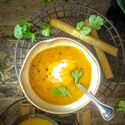 Σούπα βελουτέ με κόκκινες φακές και καρότα