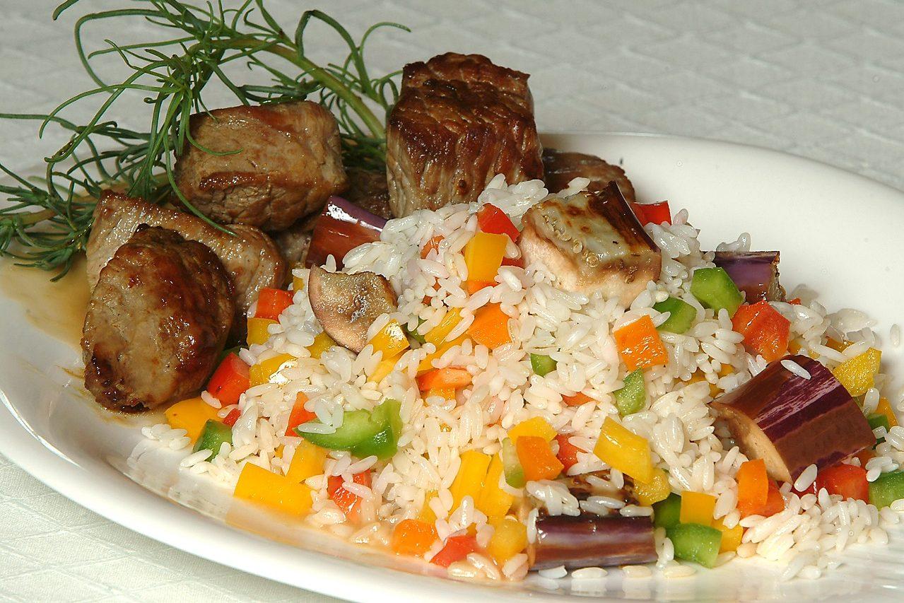 Ρύζι με μοσχάρι και λαχανικά