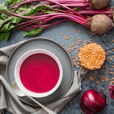 Κόκκινες φακές σούπα με πατζάρι
