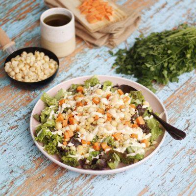 Σαλάτα με ρεβύθια χονδρά, γλυκοπατάτα και σος ταχίνι