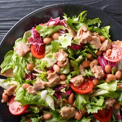 Σαλάτα με φασόλια μπαρμπούνια και τόνο